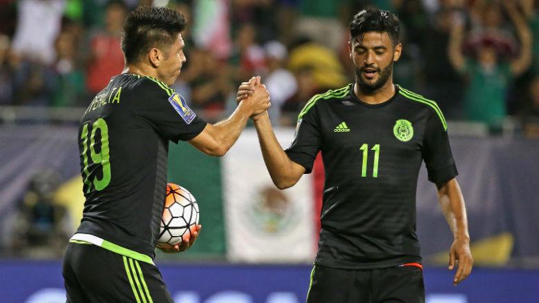 Oribe Peralta y Carlos Vela de la selección de México. (Getty)