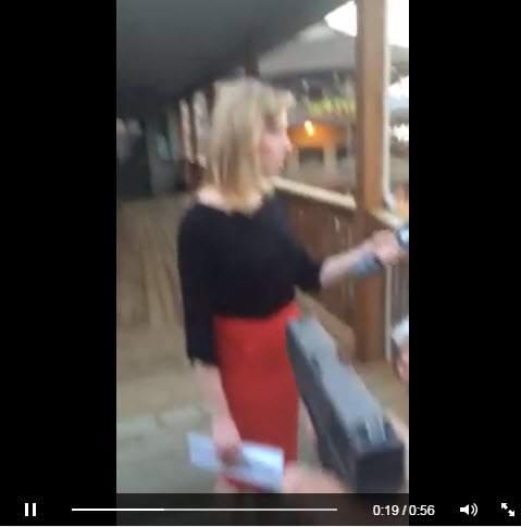 Un Screengrab del video publicado por Flanagan lo muestra de pie delante de Parker antes de abrir fuego. (Heavy)
