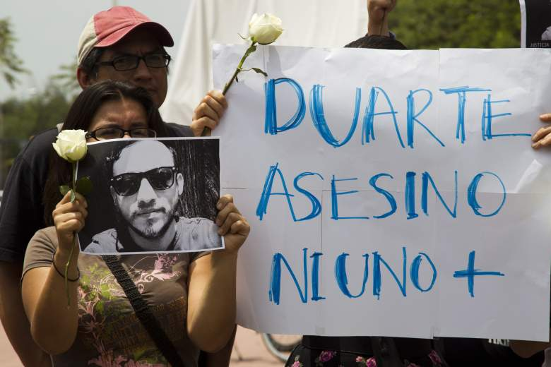 Manifestantes piden la renuncia y el juicio del gobernador de Veracruz, Javier Duarte, porque supuestamente el está detrás del asesinato de Rubén Espinosa. (Foto: HECTOR GUERRERO/AFP/Getty Images)
