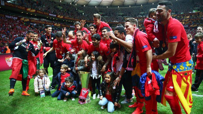 Sevilla celebra su victoria en la Liga Europa de la UEFA 2015. (Getty)