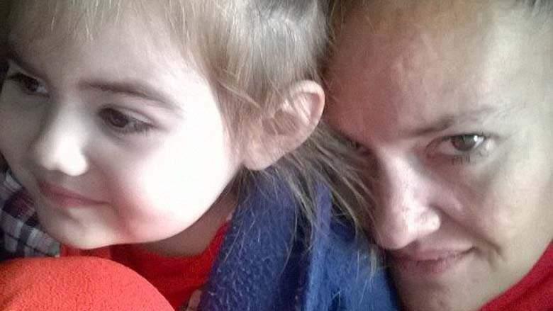 Rachelle Bond con su hija Bella. (Heavy)