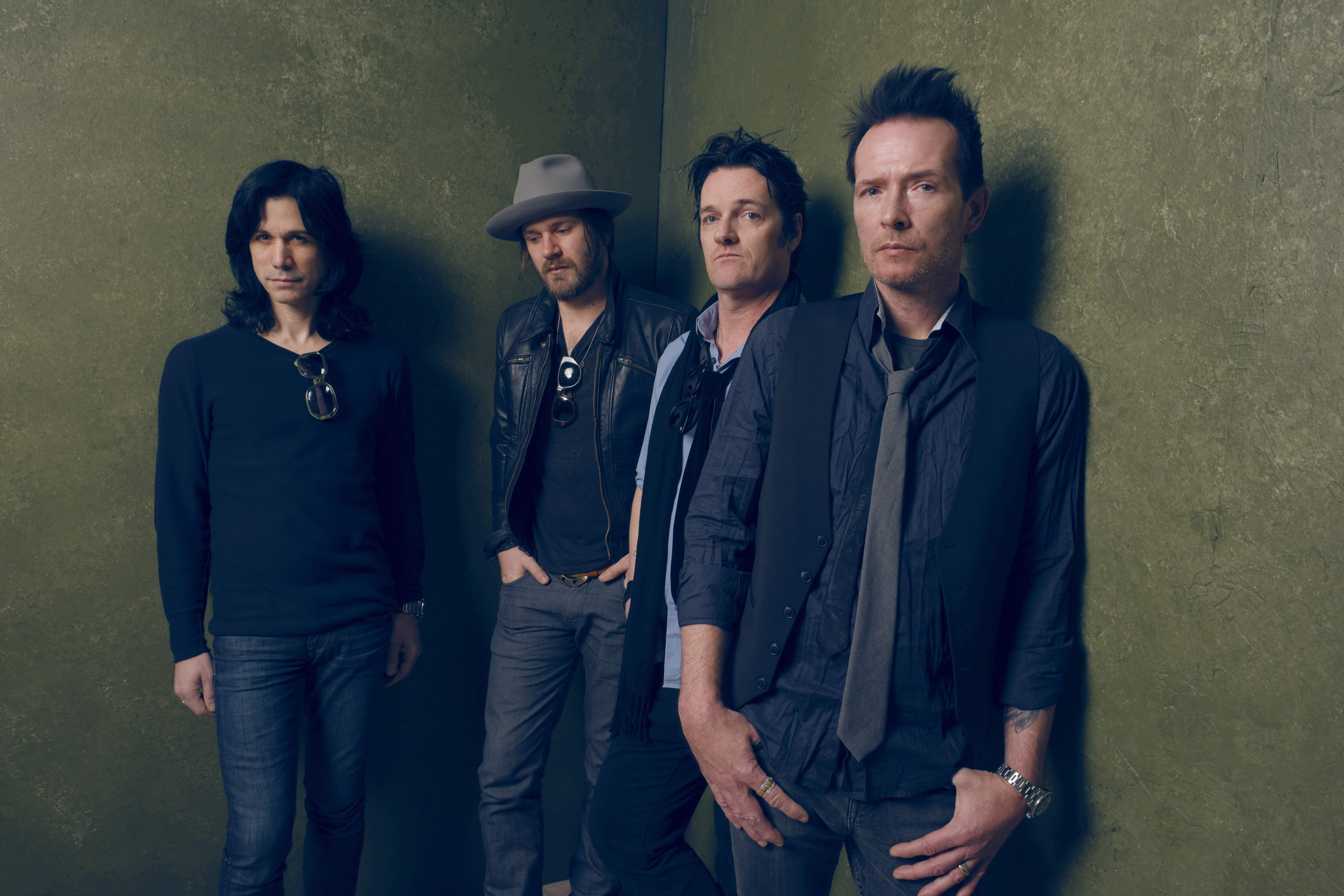 Músicos Tommy Black, Jeremy Brown, Danny Thompson y Scott Weiland. (Getty)