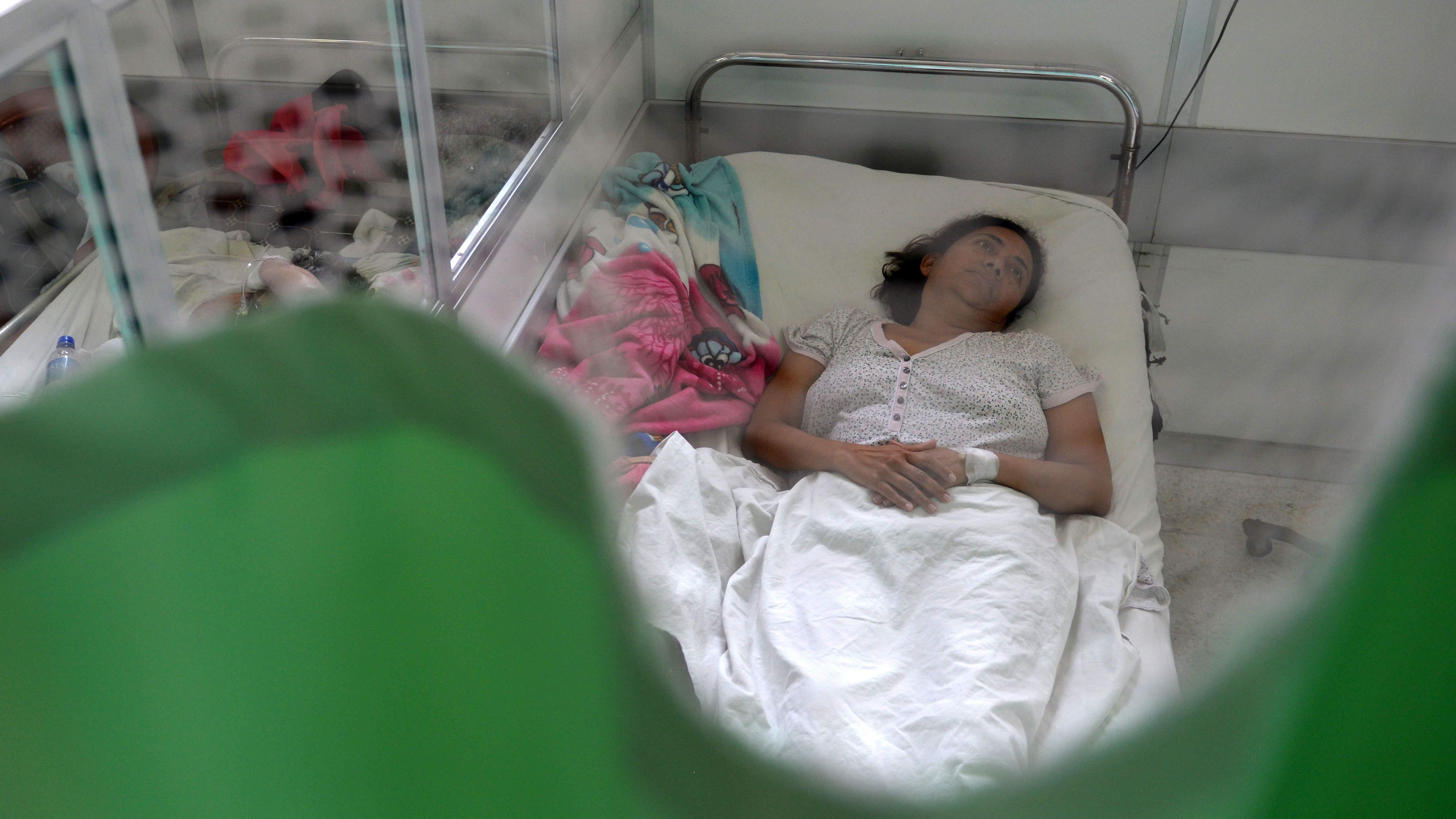 Un paciente que sufre el síndrome neurológico de Guillain-Barre se recupera en la sala de neurología del Hospital Nacional Rosales en San Salvador. (Getty)