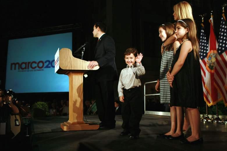 Anthony Rubio y su padre, Marco Rubio dando un discurso. (Getty)