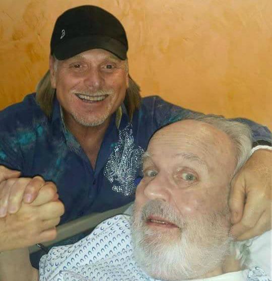 Carlos Cámara Jr. y su padre Carlos Cámara en el 2015. (Facebook)