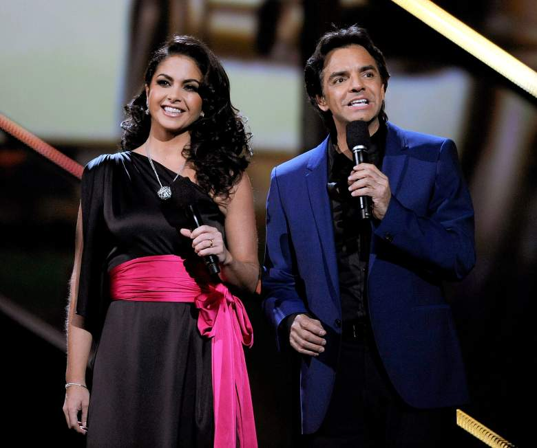 Lucero (izq.) conduciendo junto a Eugenio Derbez en los premios Latin Grammy. (Getty)