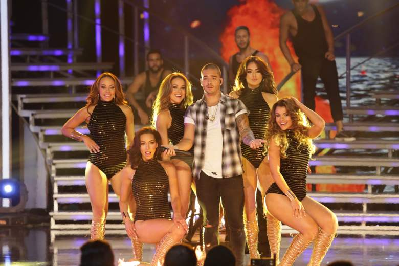 Las cinco finalistas con el cantante colombiano Maluma en NBL VIP. (Univision/Nuestra Belleza Latina)