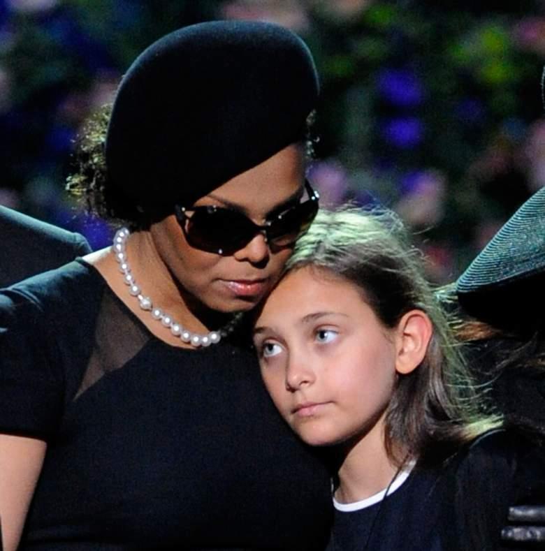 Janet consoló su sobrina Paris Jackson durante el funeral de su padre. (Getty)