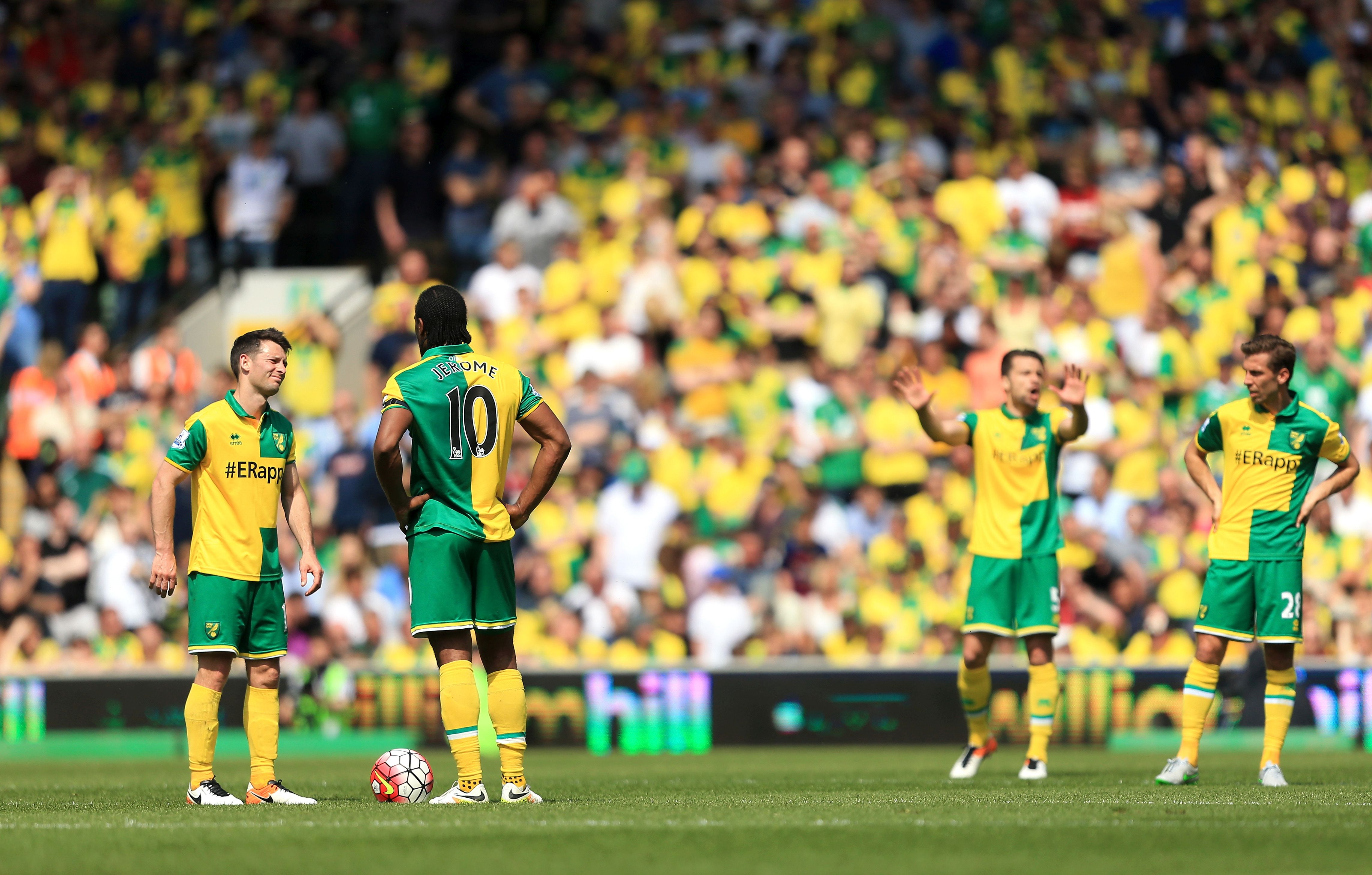 NORWICH, ENGLAND - MAY 07:  Wes Hoolahan (1st L) and Cameron Jerome (2nd L) react after Manchester United's first goal during the Barclays Premier League match between Norwich City and Manchester United at Carrow Road on May 7, 2016 in Norwich, England.  (Photo by Stephen Pond/Getty Images)