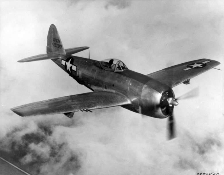 El avión de combate Republic P-47 Thunderbolt, Thunderbolt hizo su debut en una misión de combate sobre el oeste de Europa. (Wikipedia)