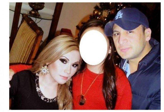 Blanca Vianey y Valentin Elizalde, junto a su hija Kimberly Valeria (Twitter)