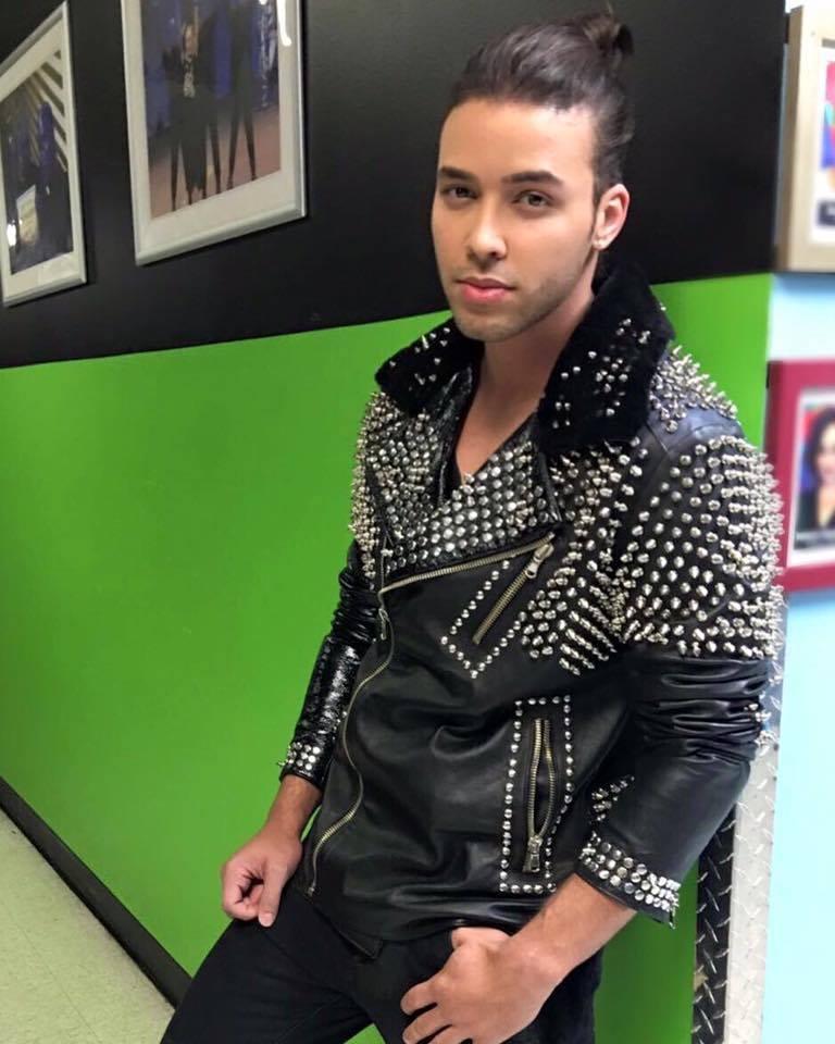 Prince Royce mostró su nuevo look en 'La Voz Kids'. (Facebook)
