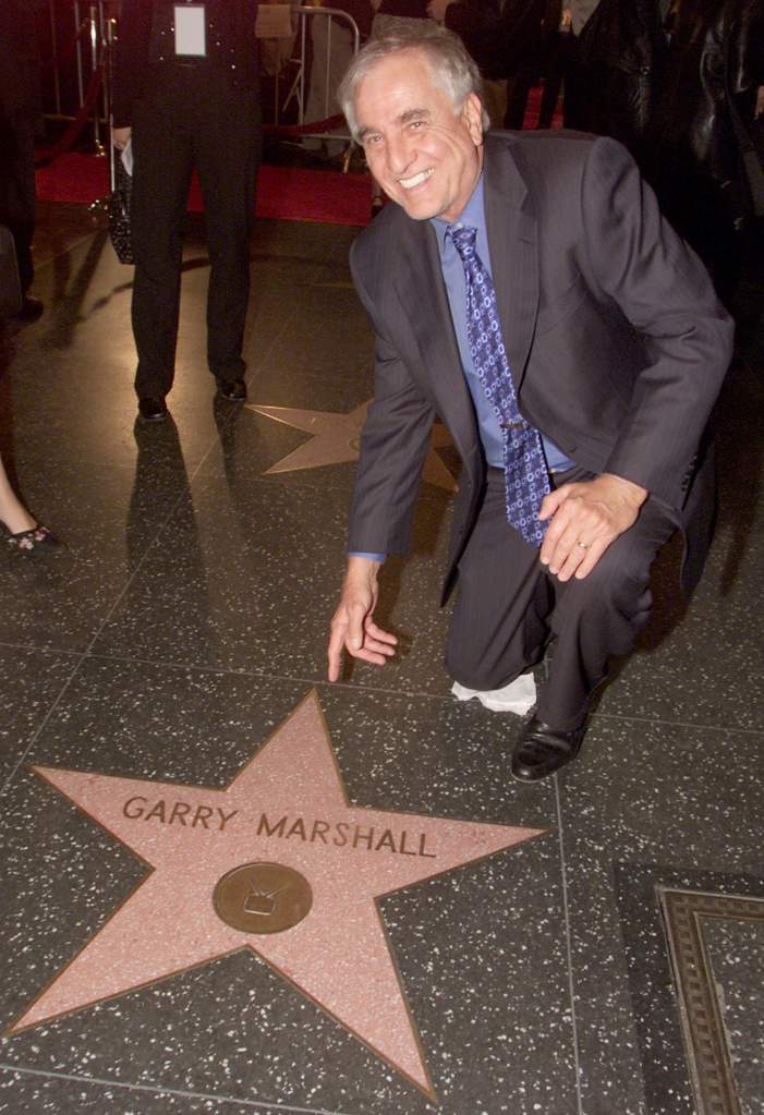 Garry Marshall  devela su estrella en el Paseo de la Fama. (Getty)