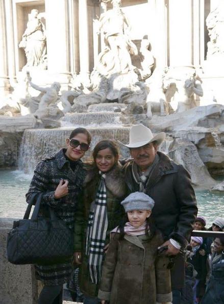 Alina Espino fue la última esposa de Joan Sebastian, con quien tuvo dos hijas Marcelia Figueroa y Joana Marcelia.