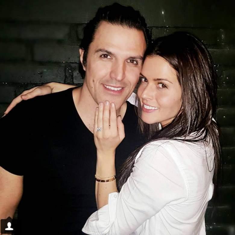 Billy Rovzar se comprometió con la actriz después de cuatro años de romance. (Facebook)