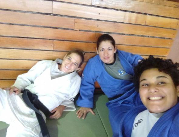 La Peque descansa con sus compañeras de judo. (Instagram)