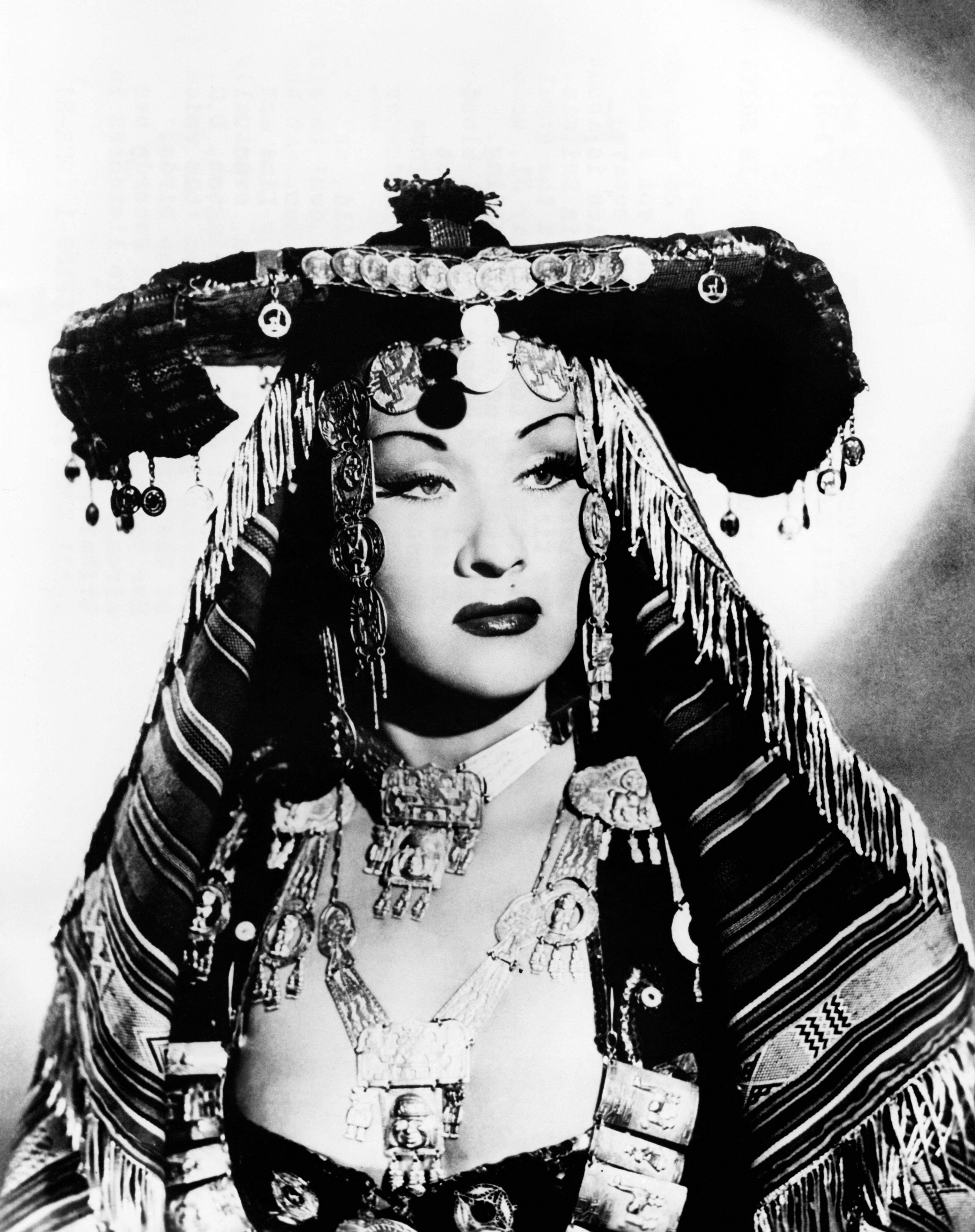 Una foto abril 1952 muestra a la soprano peruana Yma Sumac en Londres, donde canto en el Albert Hall. (Getty)