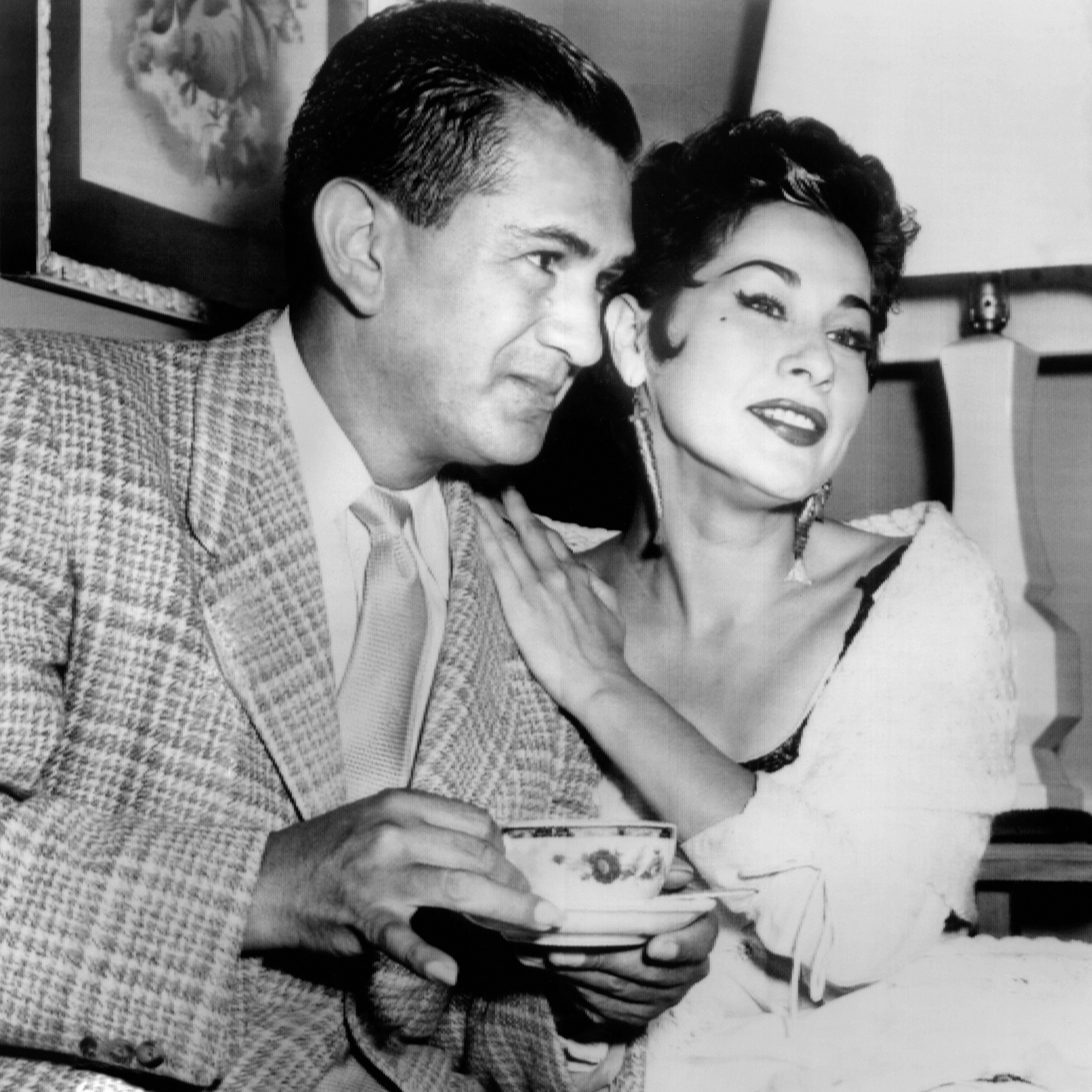 Yma Sumac con su marido Moisés Vivanco en Los Ángeles. (Getty)