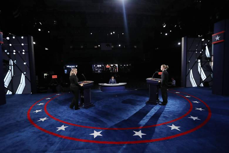 Los estudiantes actúan como sustitutos de Hillary Clinton y Donald Trump en un ensayo para el primer debate presidencial en la Universidad de Hofstra. (Getty)