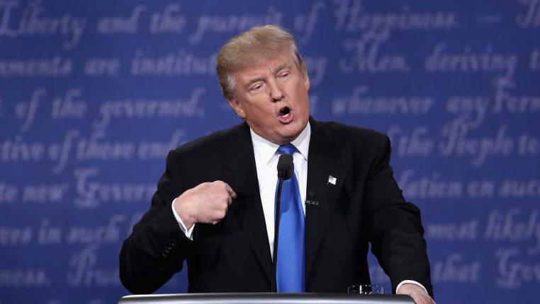 Donald Trump se ha ganado el rechazo de muchos latinos por su actitud racista (Foto Getty)