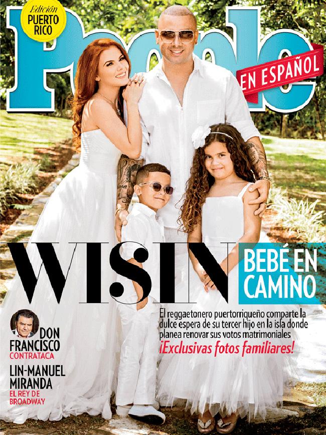 Wisin posó con su familia para la portada de Puerto Rico de la revista 'People en Español' anunciando la llegada de su tercer hijo. (Facebook/People en Español)
