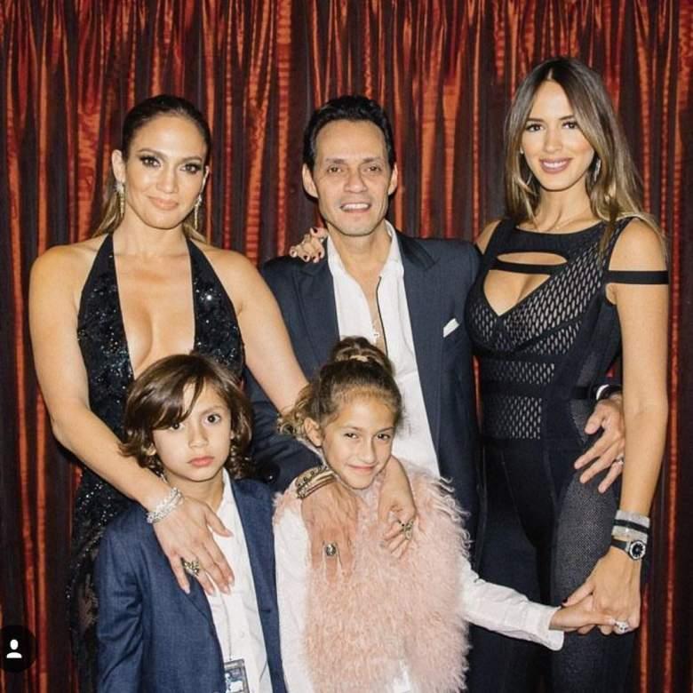La ex esposa de Marc Anthony junto a los hijos del intérprete con JLo, Max y Emme. (Instagram)