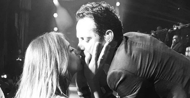 Shannon de Lima besa a su esposa Marc en un concierto. (Twitter Marc Anthony)