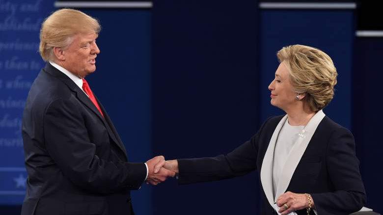 ¿Quién está prediciendo una victoria para Trump y quien está prediciendo una victoria para Clinton? (Getty)