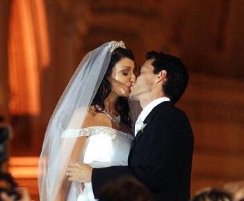Marc Anthony y Dayanara Torres en su boda eclesiástica en Puerto Rico. (Andre Kang/Primera Hora via Getty Images)