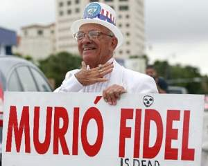 En varias ocasiones salieron manifestantes a celebrar la muerte de Fidel Castro. (Crédito Cubaencuentro.com)