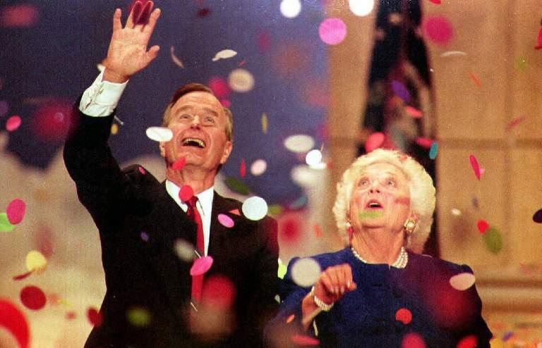 El presidente Bush y la primera dama Barbara Bush en la Convención Nacional Republicana 1992. (Getty)