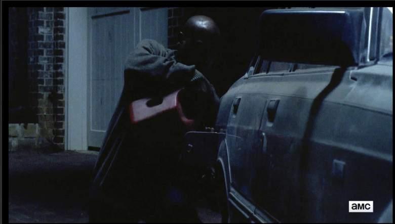 Gabriel llenó el tanque de gasolina. (AMC/The Walking Dead)