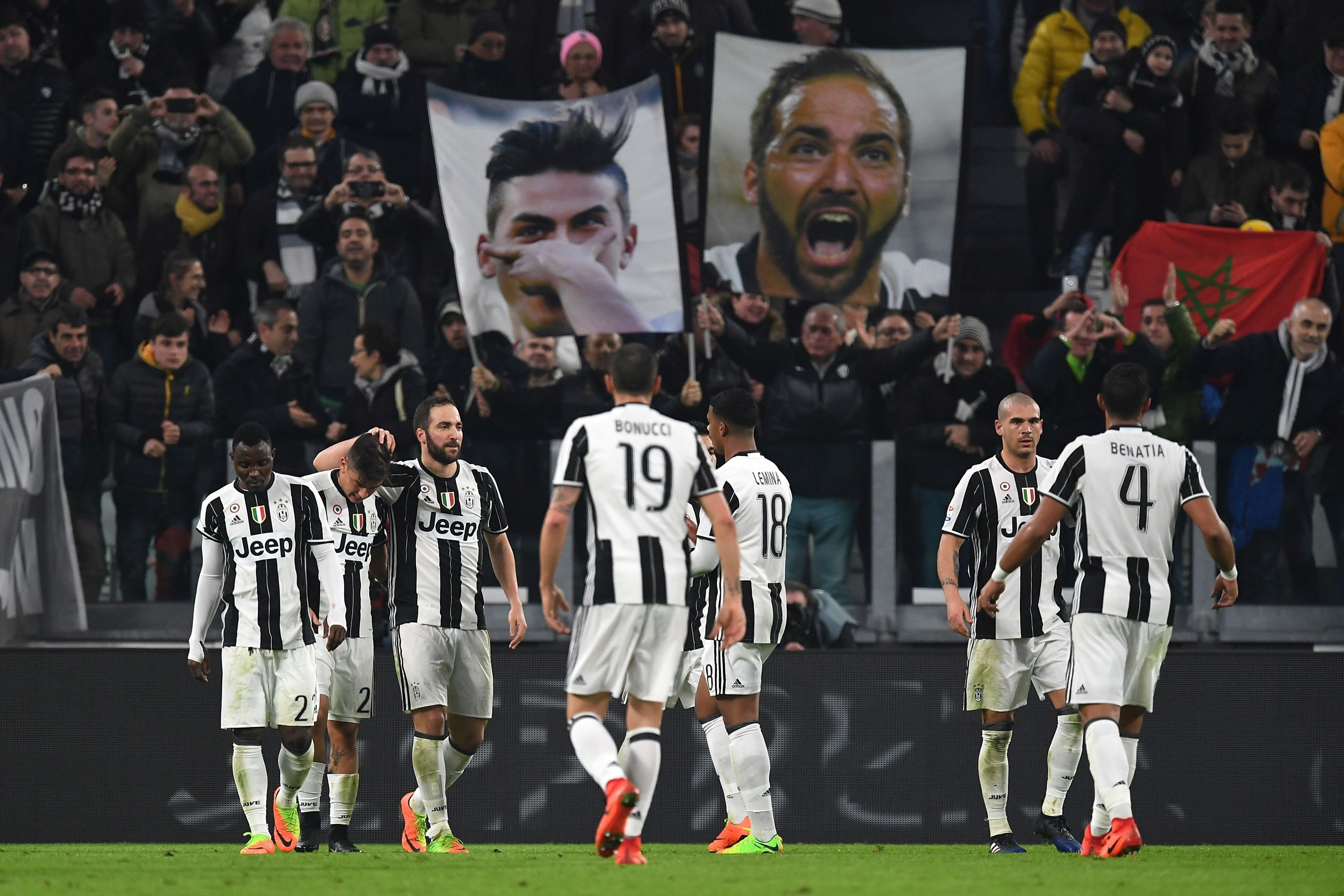 TURIN, ITALY - FEBRUARY 17:  Gonzalo Higuain (3th L) of Juventus FC celebrates his goal with team mate Paulo Dybala during the Serie A match between Juventus FC and US Citta di Palermo at Juventus Stadium on February 17, 2017 in Turin, Italy.  (Photo by Valerio Pennicino/Getty Images)