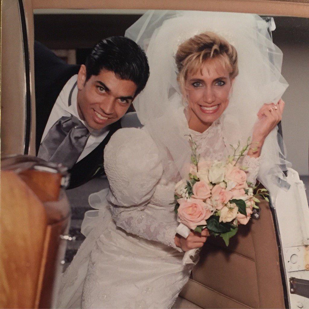 Lili Estefan y Lorenzo Luaces, el padre de sus hijos, el día de su boda (Facebook)