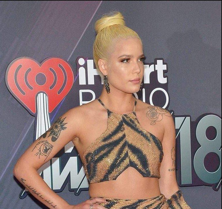 iHeartRadio Music Awards 2018: Los peores vestidos de la alfombra roja, Halsey