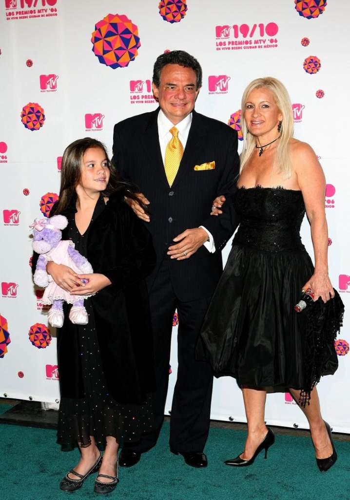 José José, Su tercera esposa Sara Salazar y su hija Sarita, serie José José,. El Príncipe de la Canción, Telemundo