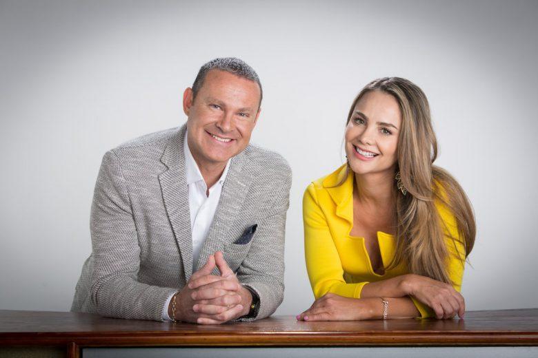 """Alan Tacher y Ximena Cordoba,conductores de """"Al Final todo queda en Familia""""., Programa de Concurso de Univisión,"""