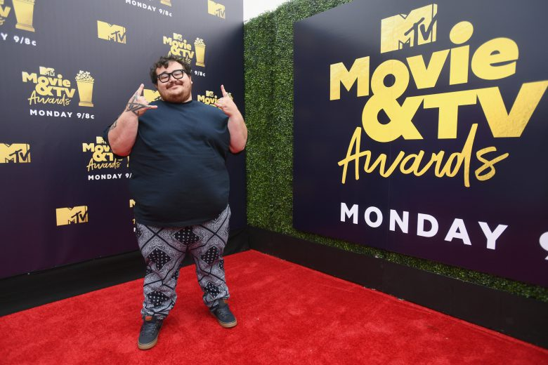 MTV Movie y TV Awards 2018 red carpet, Peores vestidos, peores looks, Actor Jon Gabrus, MTV Movie y TV Awards 2018 red carpet, Peores vestidos, peores looks,