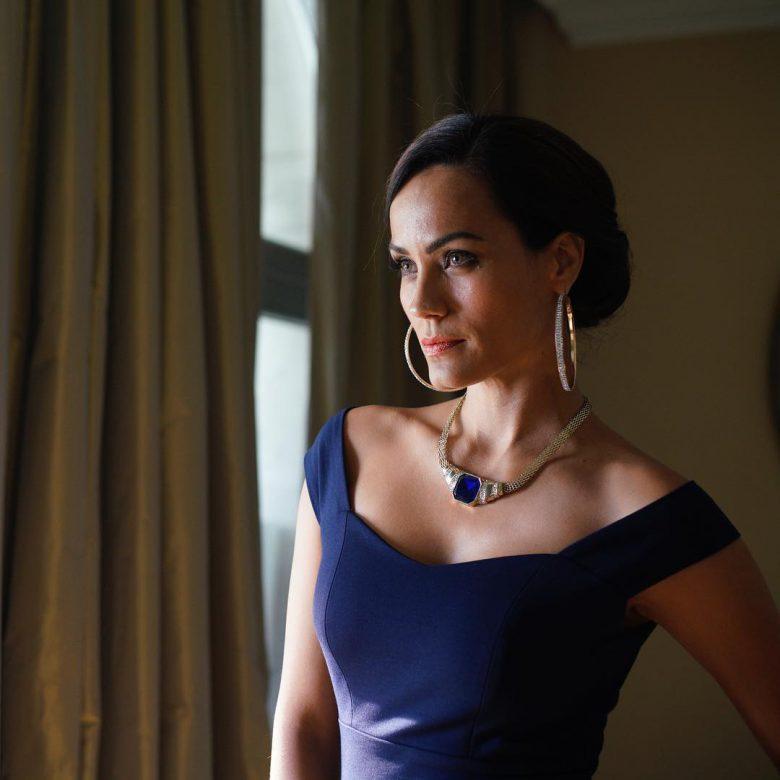 Serie la Bella y las Bestias, conoce a los actores ys sus personajes, reparto, elenco, fotos, Jessica Más es La Joyera