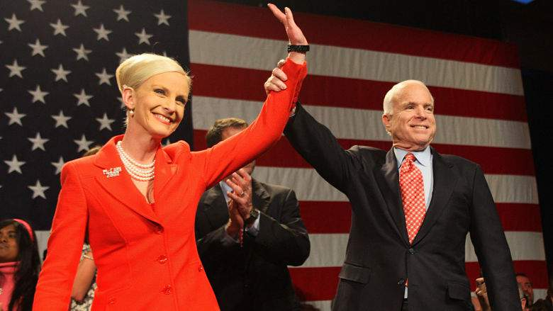 John y Cindy McCain esposa, hijos, familia