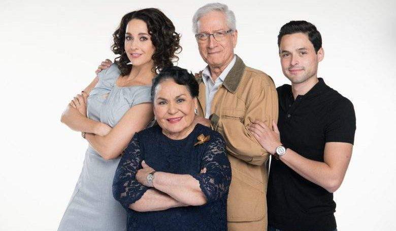 Susana Gonzalez , Carmen Salinas en Mi MArido tiene mas familia,