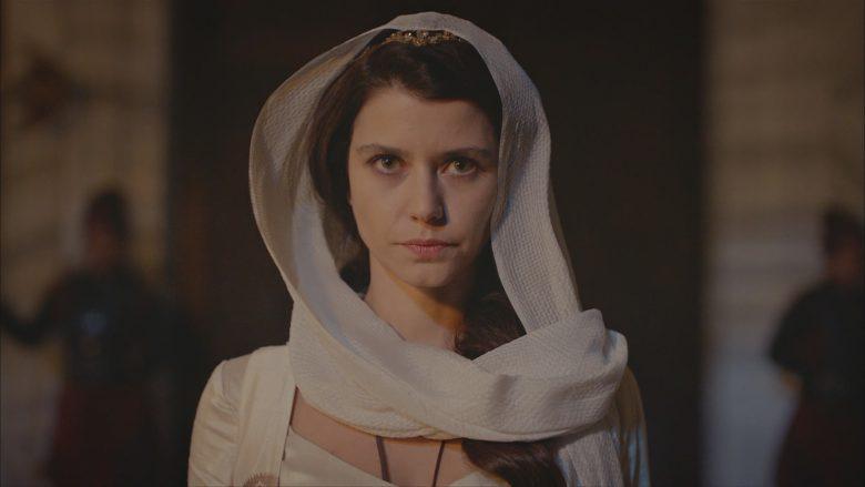 """¿Por qué cambiaron a la rubia Anastasia por otra actriz en """"La Sultana""""?, Beren Saat,"""