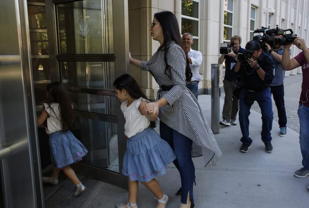 Emma Coronel y sus 2 hijas, esposa de Chapo Guzman
