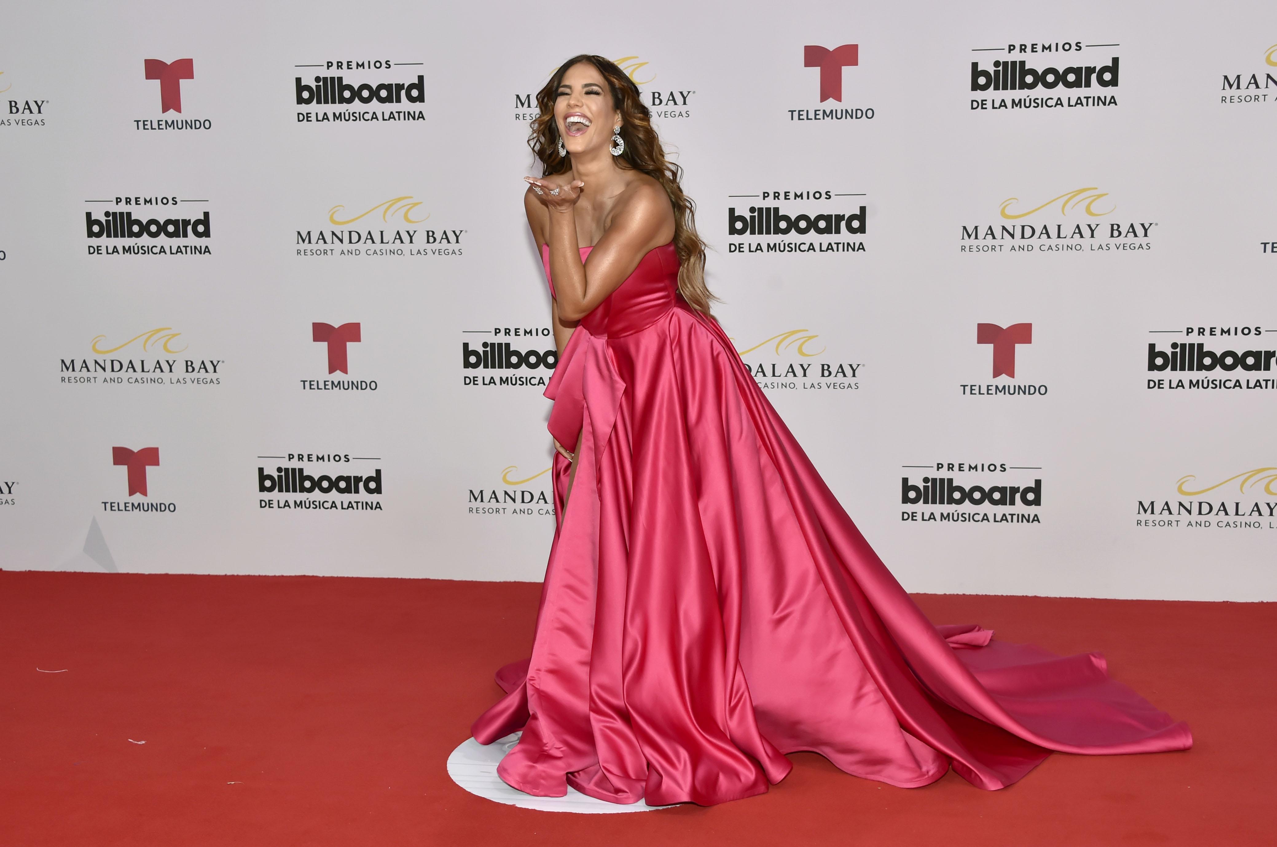 Top 5 Moda x Menos: Copia el look de las divas de Billboard ...