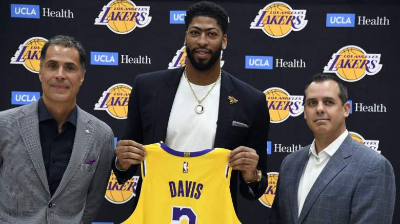 VER: Anthony Davis viste el uniforme de los Lakers por primera vez