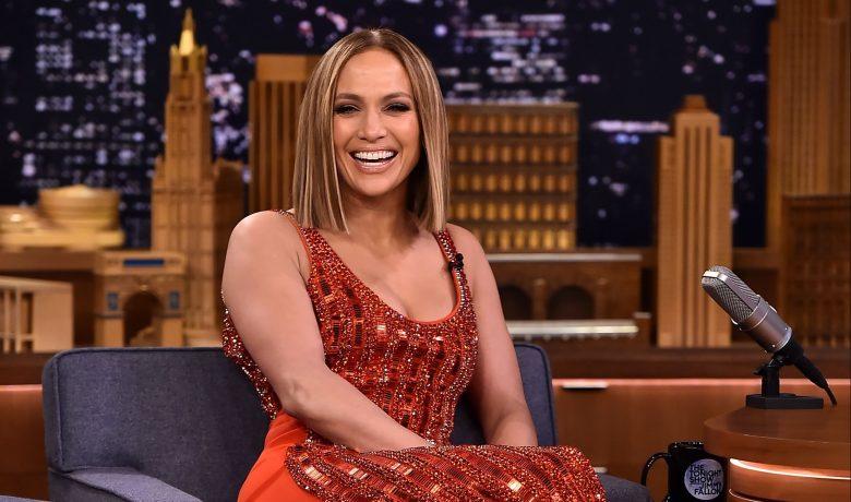 VER: Jennifer Lopez baila desatada con E.J. Johnson en St.Tropez [Video]