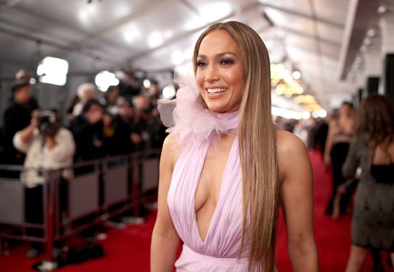 Jennifer López impresiona con vestido de plumas: ¿quién es el diseñador?