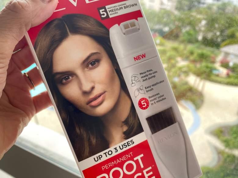"""Los tintes de cabello ya entraron a la modalidad de """"compras de pánico"""" por el COVID-19. Mejor prevenir y aprender a aplicarlos en casa con estos trucos."""