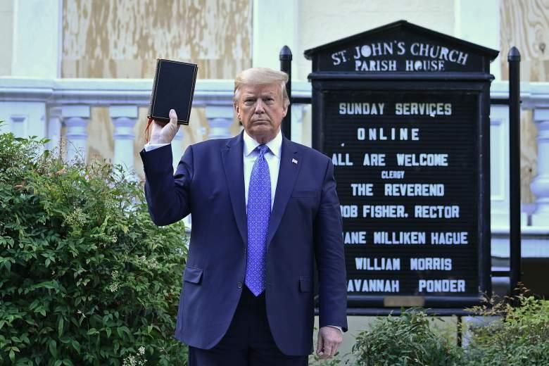 ¿Trump posando con una Biblia prestada fue un show?: Cuomo lo denunció