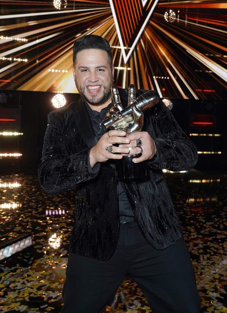 """Sammy Colón del Team Vives, el gran ganador de la segunda temporada de """"La Voz US"""" de Telemundo."""